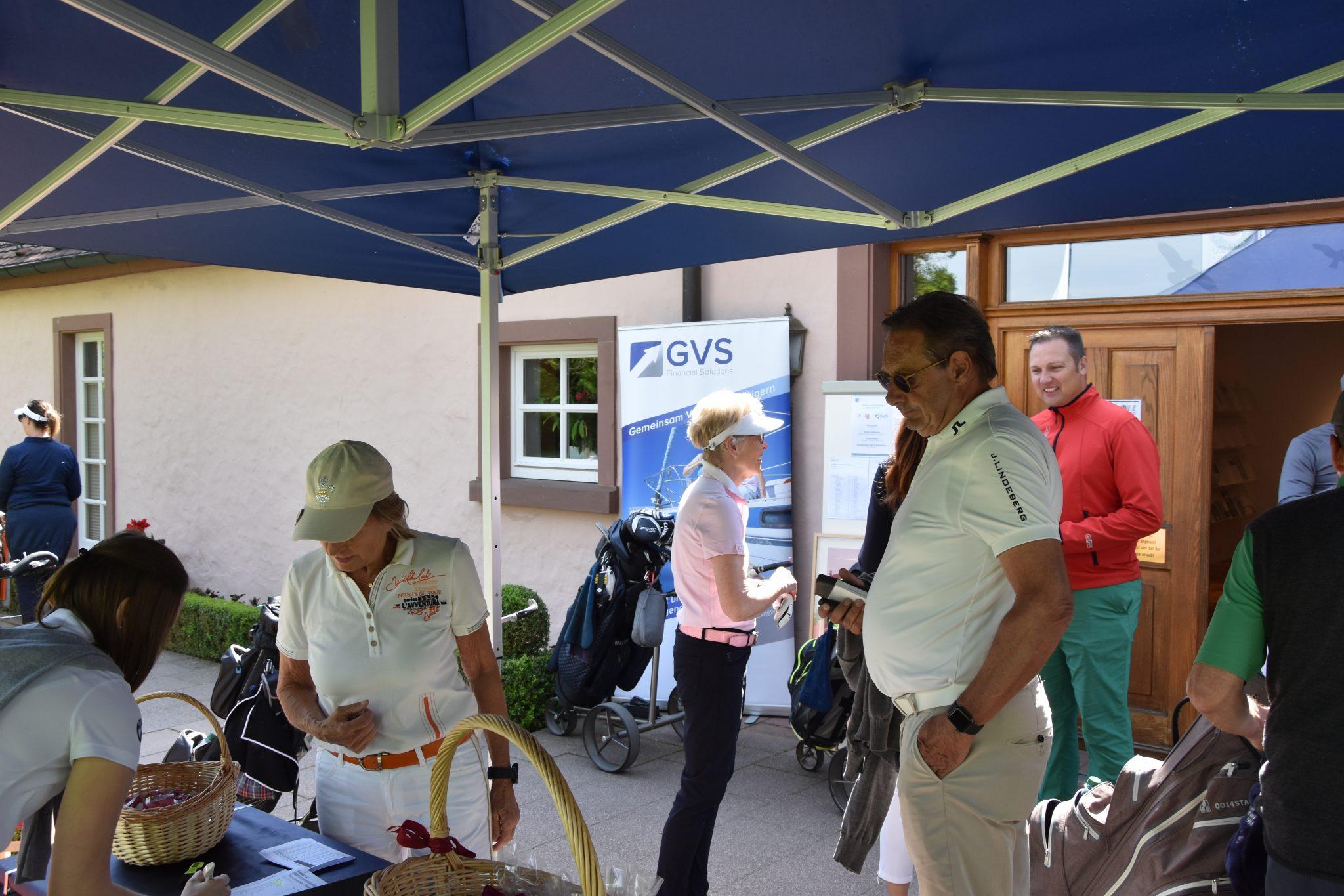 Kurz-vor-Turnierstart-GVS-Dreieich-Neuhof
